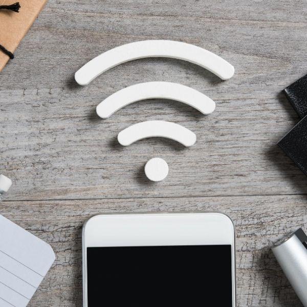 10 tipp külföldi netezéshez és telefonáláshoz
